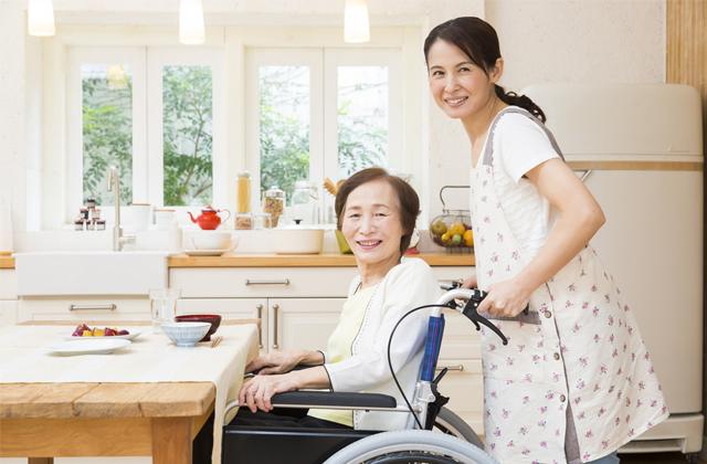 介護職員初任者の給料は何で決まる?介護保険制度による介護報酬について知っておこう!