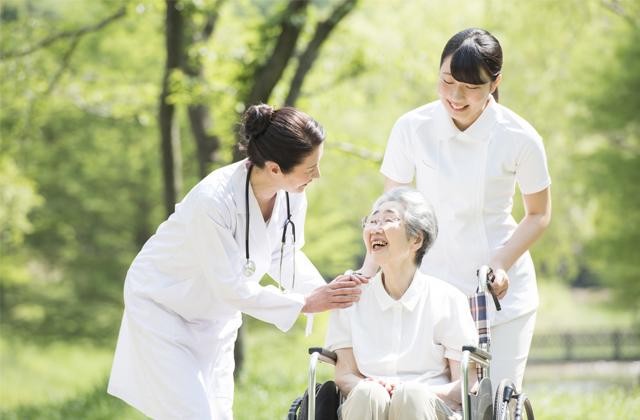 社会福祉士とは?資格取得方法や、仕事内容、就職先情報まとめ