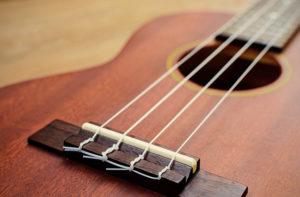 ウクレレの弦の種類と交換・張り替え方法