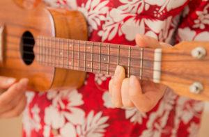 ウクレレの2つの演奏方法、ウクレレ・ソロと弾き語りの違いとは
