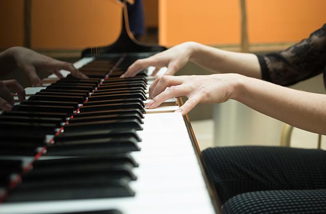 大人から始めるピアノ教室。いつからでもピアノ教室は通える!