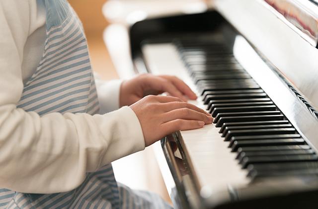 独学でピアノを習得する練習法と気を付けたい腱鞘炎について