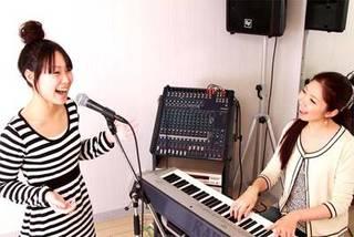 お好きな曲でボーカルレッスン無料体験☆