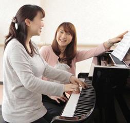 大人のためのピアノコース|ちょっとした空き時間に、仕事帰りに。「お気軽に」ピアノを弾いてみませんか?