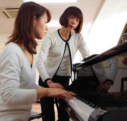 ジャズピアノ|憧れのスタンダードナンバーが練習曲。リズムのノリを感じ、楽しむことから始めます。