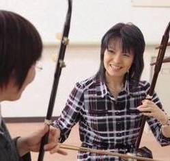 二胡|哀愁をおびた音色で女性に人気です。中国古典楽器の魅力を存分に味わってみませんか。
