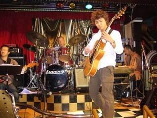 ジャズギターの理論、実技が系統立てて学べます。個人レッスン制