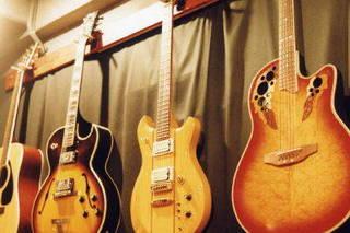 ギターコース(アコースティック、エレキ、ガット、弾き語り)
