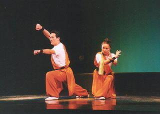 駅前で 武術舞踊・よさこい・アクロバット・ミュージカル・等