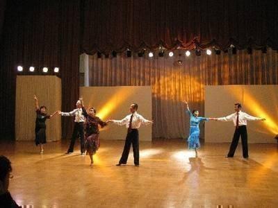 低料金の月謝制!社交ダンス 初めての人大集合!