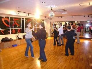 社交ダンス無料体験レッスン(毎日開講中です。お好きな時間が指定できます。)