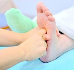 足裏のツボを刺激する【リフレクソロジーコース】|ツボの勉強は日頃の生活に役立ちます。