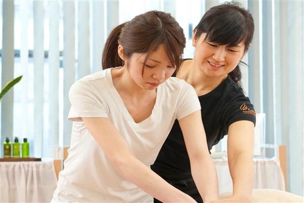 OL・主婦の方向け!アロマセラピスト+リフレ6ヶ月コース