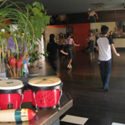 カフェマコンドサルサダンススクール