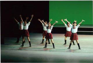 4歳からOK!音やカウントに合わせ体を動かしバランス力や運動能力向上につながります★キッズダンス★