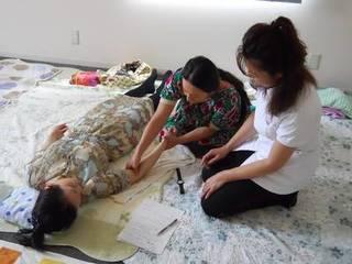 ハンドリフレクソロジー講座、家族や友人の心と頭を癒す