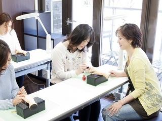 ◆プロ養成コース◆サロン研修付、サロンワークのすべてを学べます。