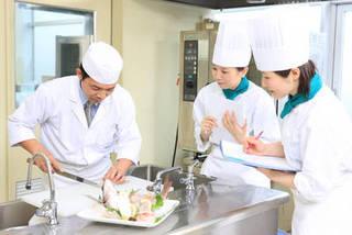 調理師科【社会人クラス】  料理の基礎から学べます