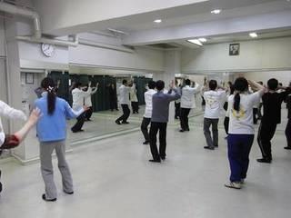 大阪梅田駅前で武道としての太極拳を習う。形意拳・八卦掌・推手