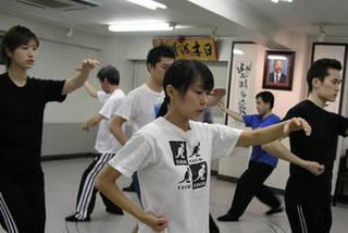 大阪で王樹金老師直系・本式の中国武術を習う。梅田駅前 歩3分