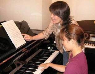 女流作曲家 上明子のピアノで簡単曲作りコース