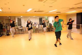 【渋谷】リズミカルで楽しいハウスダンス!多彩なレッスンで未経験者でも安心♬【体験料2160円】