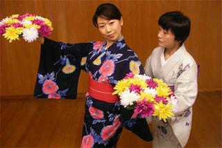 初心者でも安心!本格的な檜舞台で日本舞踊と着付けを学ぼう