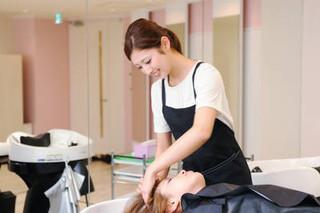 【美容学科】トータルで美を学び、一流の美容師を目指す