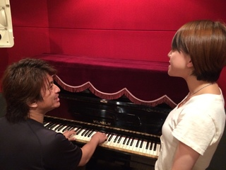 ヴォーカル科☆声量と正確な音程を短期取得!本校スタジオでレコーディングが出来てアーティスト気分!