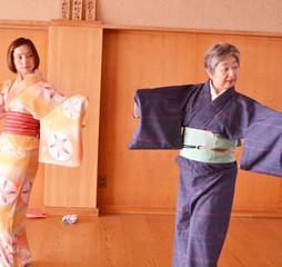 【ワンコイン体験♪】着物をきて日本舞踊に触れてみましょう!【東京本校】