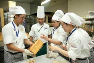 ベーカリー体験授業『いろいろなパンの基本工程』