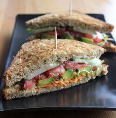 カフェ体験授業「フムスとチーズのサンドイッチと人参のポタージュのベジタブルプレート」