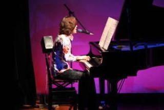 楽器(ピアノ)を弾きながら歌ってみたい方にオススメ!