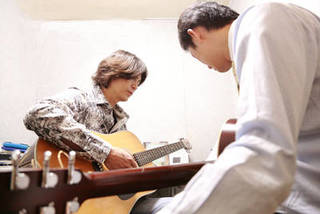 楽器(ギター)を弾きながら歌ってみたい方にオススメ!