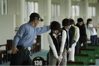 ゴルフクラブが無くても、気軽に始めるゴルフスクール