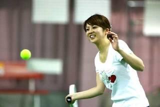 【インドアテニススクール】 テニスを始めての方も大歓迎