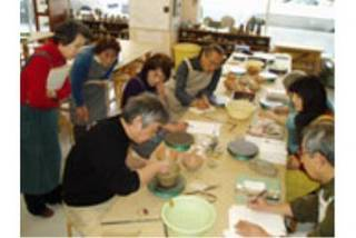 初めて土にふれる方からプロを目指す方まで満足できる陶芸教室