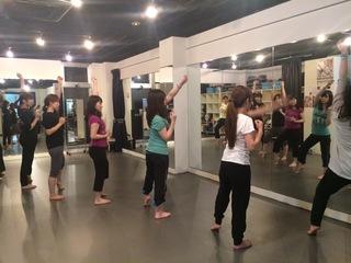 ヒップホップ ジャズ バーレスク ベリーダンス 大阪で初心者クラス