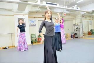 【水曜:13時~】初級~中級(ルナクラス)【フラメンコとスペイン古典舞踊が習える】