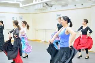 【金曜:13時〜】『初めての方の入門クラス』(90分)【フラメンコとスペイン古典舞踊が習える】