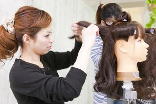 「どんな方でもプロのヘアアーティストを目指せる道がここにあります!」 エキスパートコース