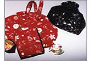 手縫いのバッグと小物