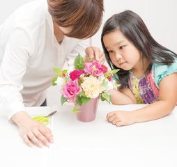 やさしさや美しさを感じる情操面の向上が期待されている花育(はないく) キッズ・ジュニアレッスン
