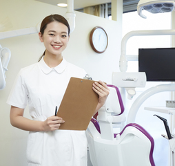 歯科医院で役立つ知識・技能を習得★歯科助手専修コース