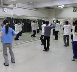大阪梅田駅前で武道としての太極拳を習う。形意拳・八卦掌・推手(全...